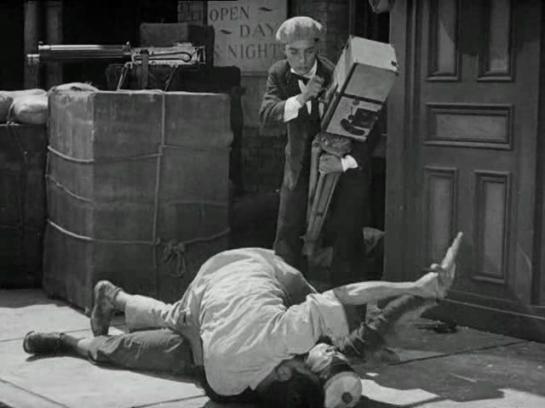 Buster_Keaton__The_Cameraman__film_1